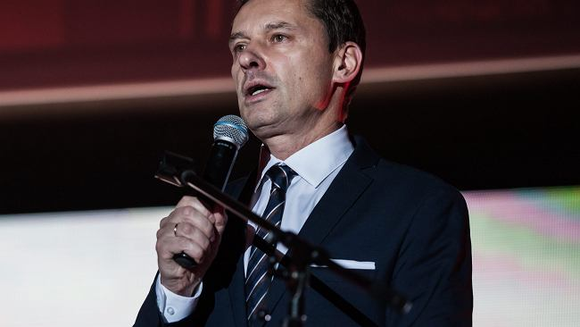0ef2cd73326907 Krzysztof Ziemiec oburzony strojem jednej z gwiazd Sylwestra w TVN. Wtóruje  mu Pawłowicz