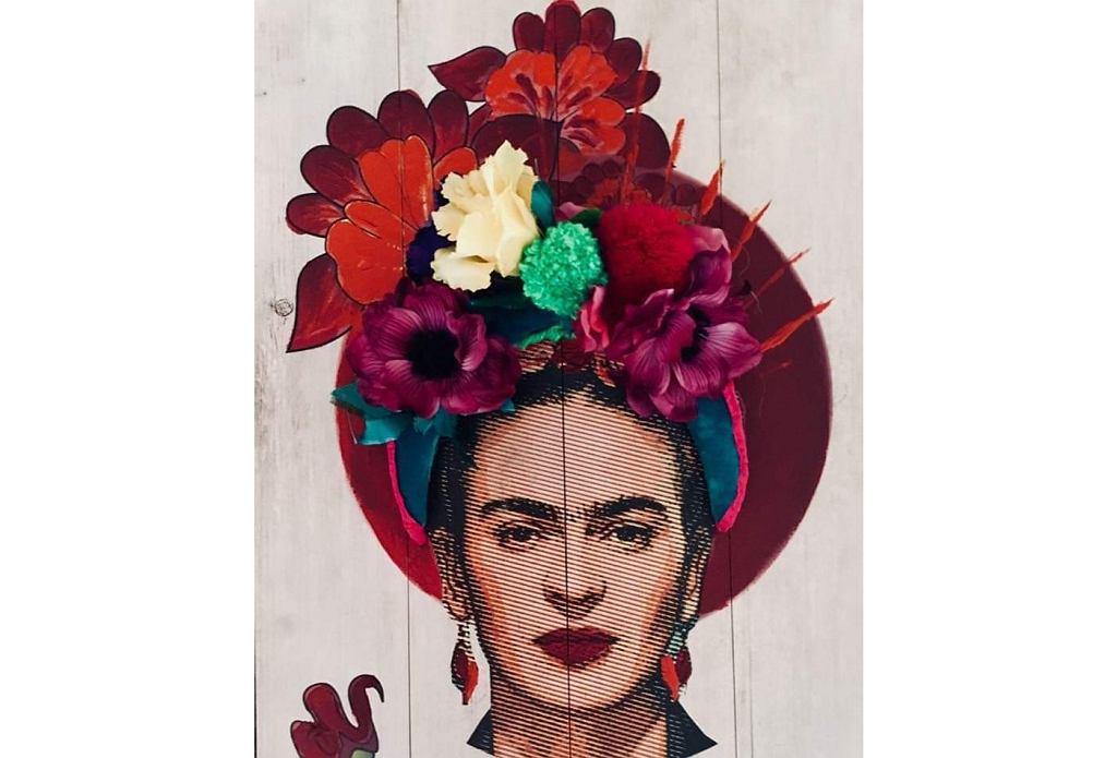 Frida Kahlo słynęła z kwiecistych ozdób wpinanych we włosy