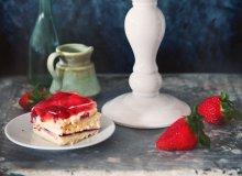 Ciasto biszkoptowe z truskawkami - ugotuj