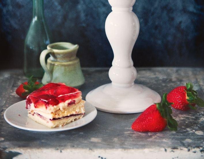 Ciasto biszkoptowe z truskawkami