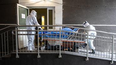 Praca medyków w czasie pandemii koronawirusa