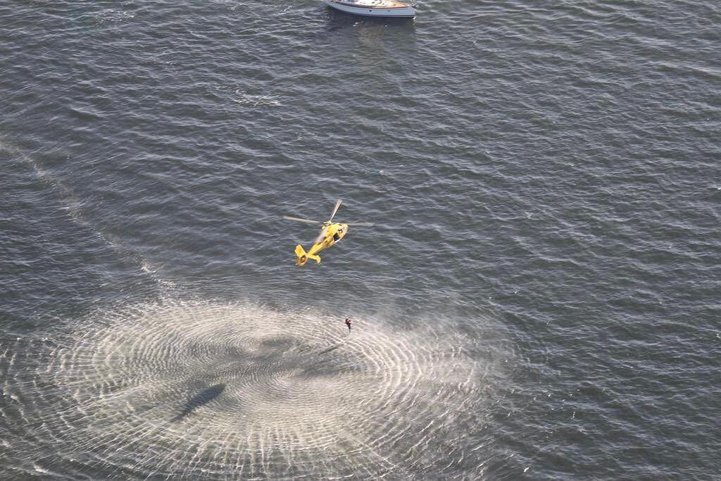 Holandia. Straż przybrzeżna uratowała kobietę, która dryfowała 10 km od brzegu