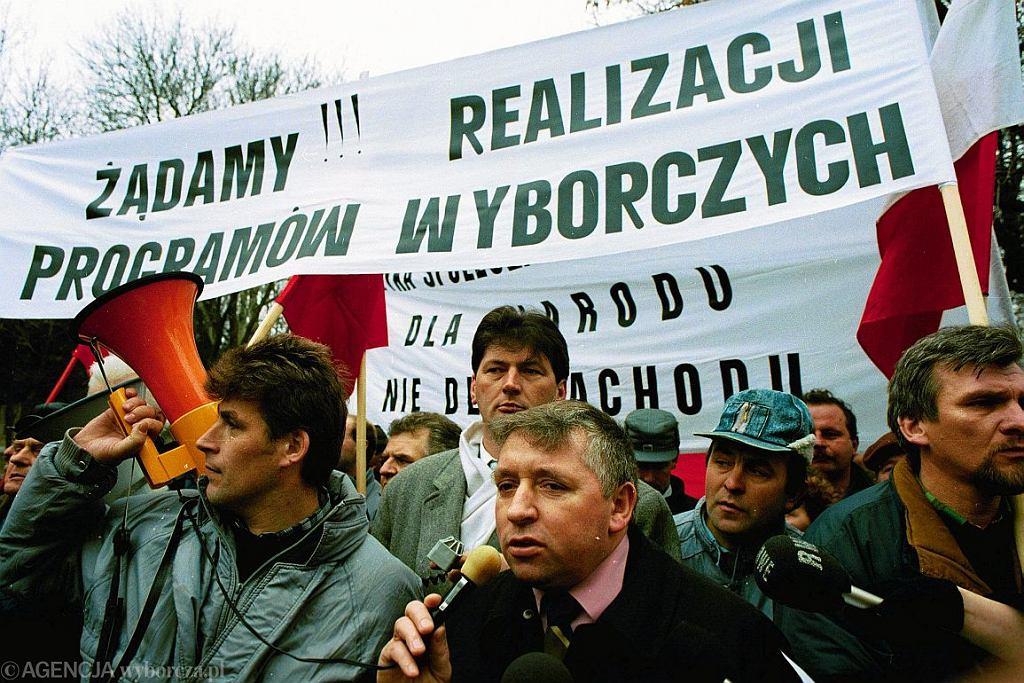 Demonstracja Samoobrony w Warszawie, luty 1994 (fot. Sławomir Kamiński / Agencja Gazeta)