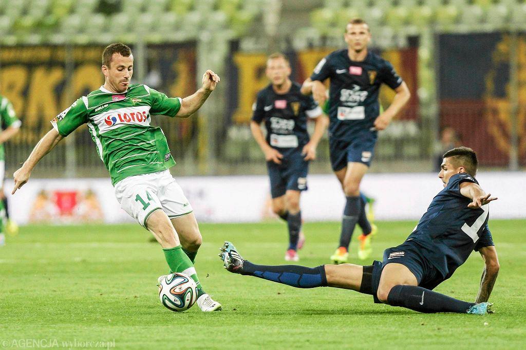 Lechia - Pogoń 0:1. Z lewej Piotr Wiśniewski