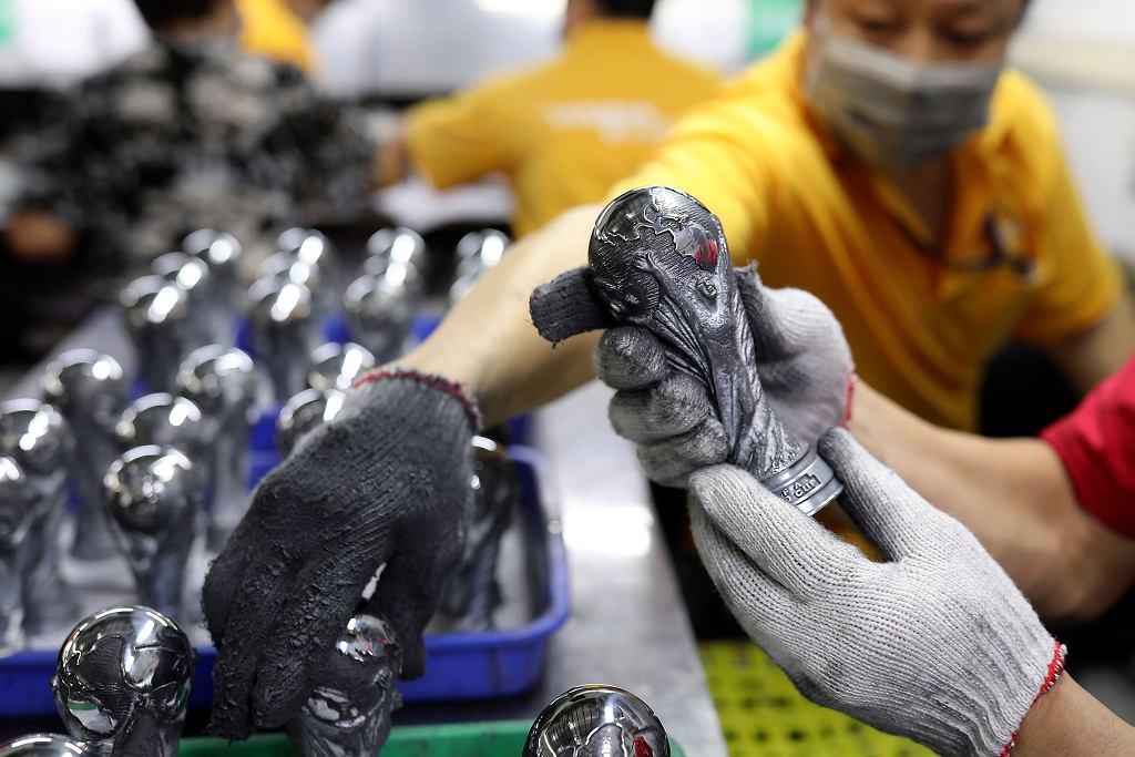 MŚ 2018. Produkowana w Chinach miniaturowa replika pucharu za triumf w mundialu