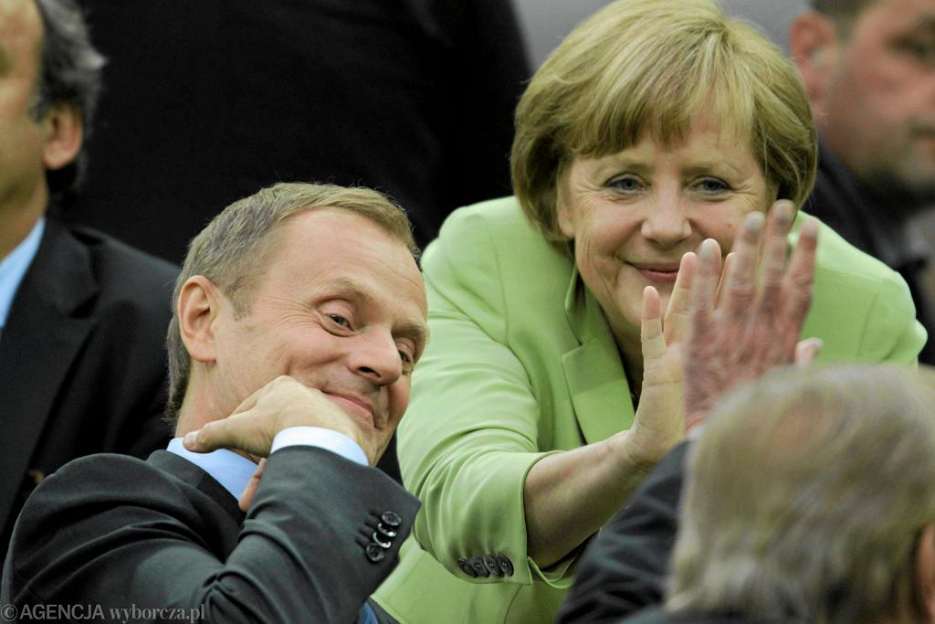 Tusk i Merkel na meczu Grecja - Niemcy, Gdańsk 2012 r.