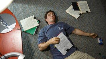 Kadr z filmu 'Big Short', w którym Christian Bale wcielił się w postaci słynnego inwestora Michaela Burry'ego.