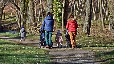 Dodatkowy zasiłek opiekuńczy dla rodziców. Rząd przedłuża wypłatę świadczenia