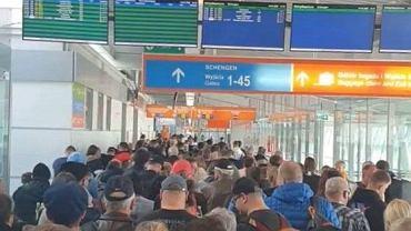 Lotnisko Chopina w Warszawie po wylądowaniu czterech samolotów w ramach 'LOT do Domu'.