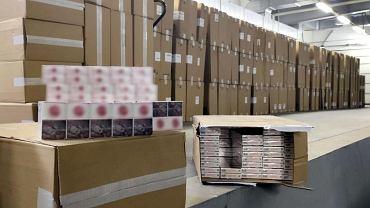 Celnicy z przejścia granicznego z Białorusią w Kuźnicy udaremnili przemyt do Polski 650 tys. paczek papierosów. Wartość kontrabandy to ponad 9,5 mln zł.