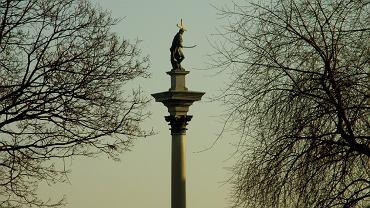 Nietypowy widok na Kolumnę Zygmunta - z Podwala