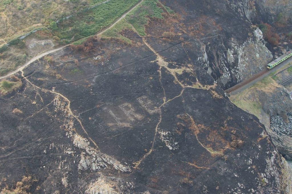 Napis 'EIRE 8' został zauważony po ugaszeniu pożaru