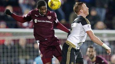 Heart of Midlothian kontra Aberdeen w Pucharze Szkocji. Z lewej Arnaud Djoum, były piłkarz Lecha Poznań