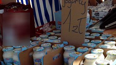 Przeterminowana żywność na bazarze 'Namysłowska'