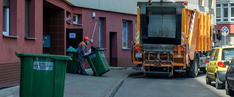 """Opłaty za śmieci. Rząd przyjął ustawę ws. metody """"od ilości zużytej wody"""""""