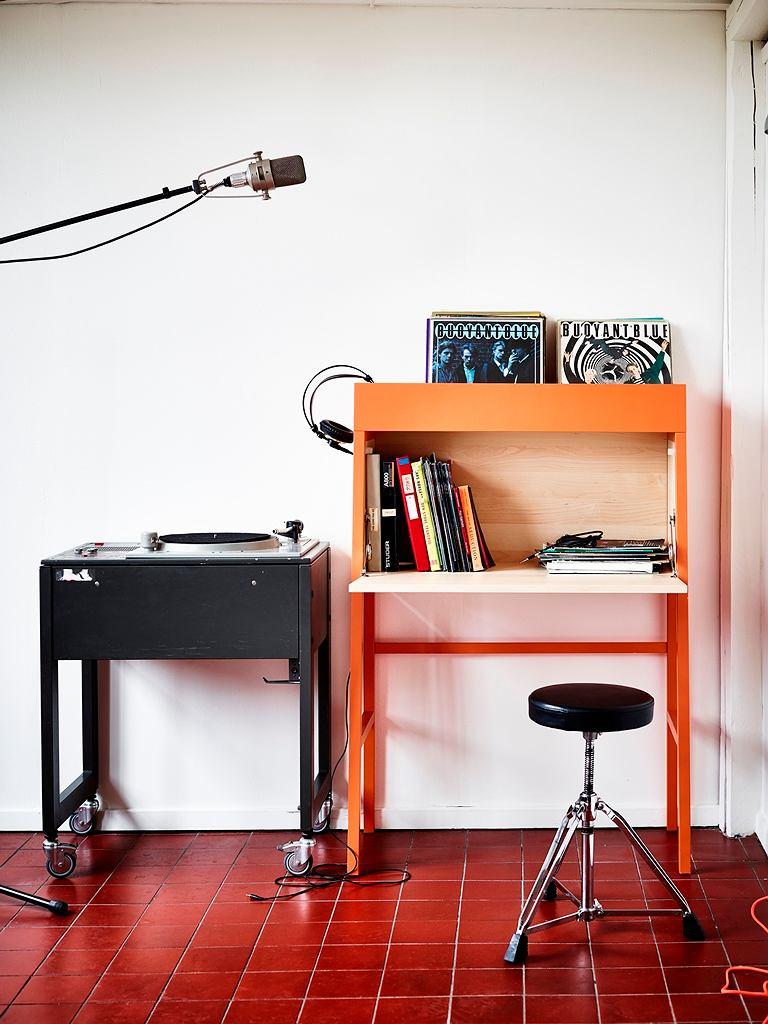 IKEA PS. Sekretarzyk autorstwa Krystiana Kowalskiego, Mai Ganszyniec i Pawła Jasiewicza zapewnia dodatkowe miejsce do przechowywania oraz pracy nawet na bardzo małej powierzchni.