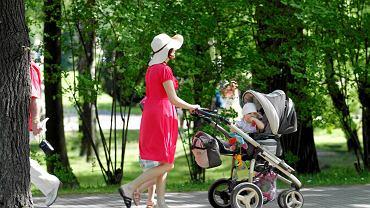 Rodzice z dziećmi w Parku Śląskim