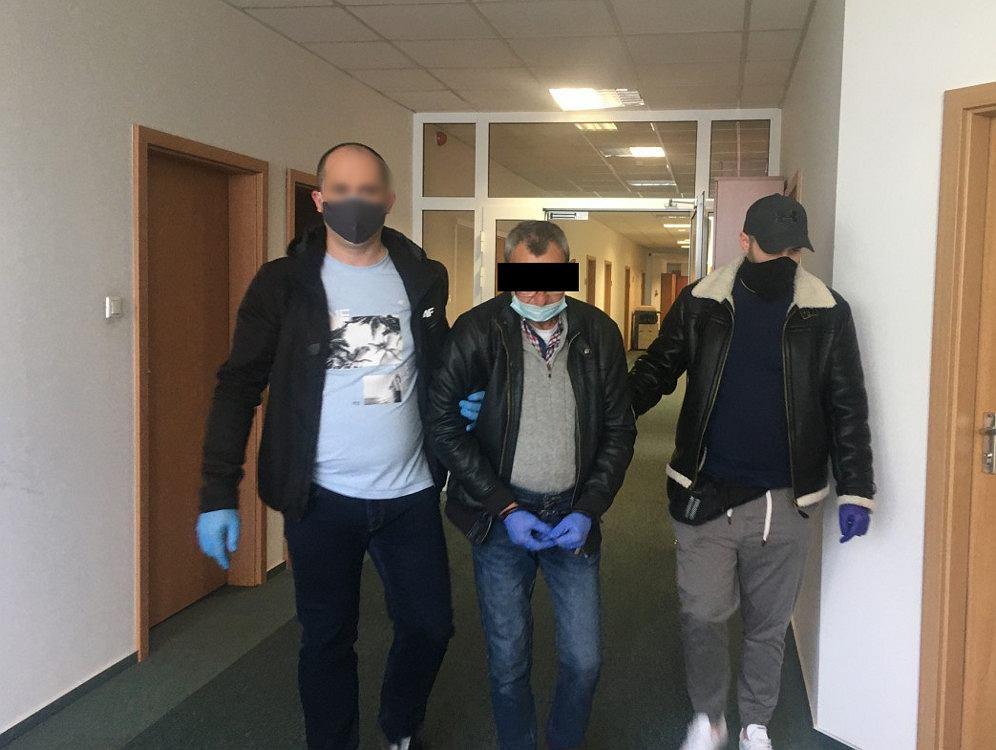 Warszawa. Areszt dla 55-letniego nożownika. Zaatakował ratownika, który mu pomagał
