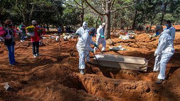 Brazylia. Pogrzeby osób, które zmarły na COVID-19