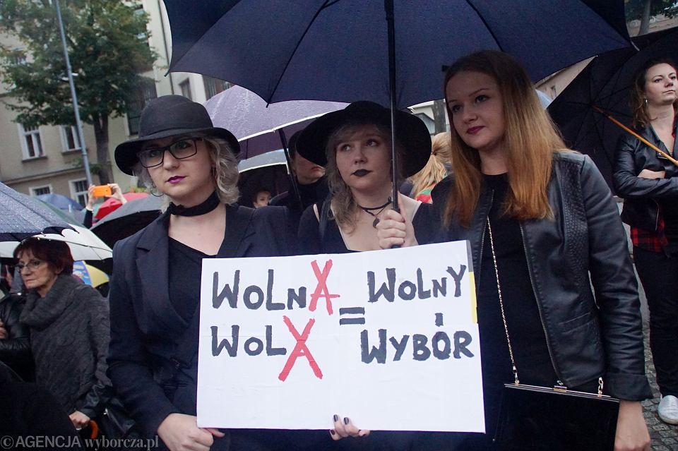 Zdjęcie numer 28 w galerii - Czarny protest w Zielonej Górze:
