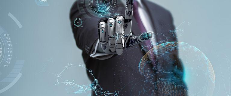 Cyborgiem się nie czuje, choć w sklepie płaci ręka. Rozmawiamy z prezesem Stowarzyszenia Transhumanistycznego