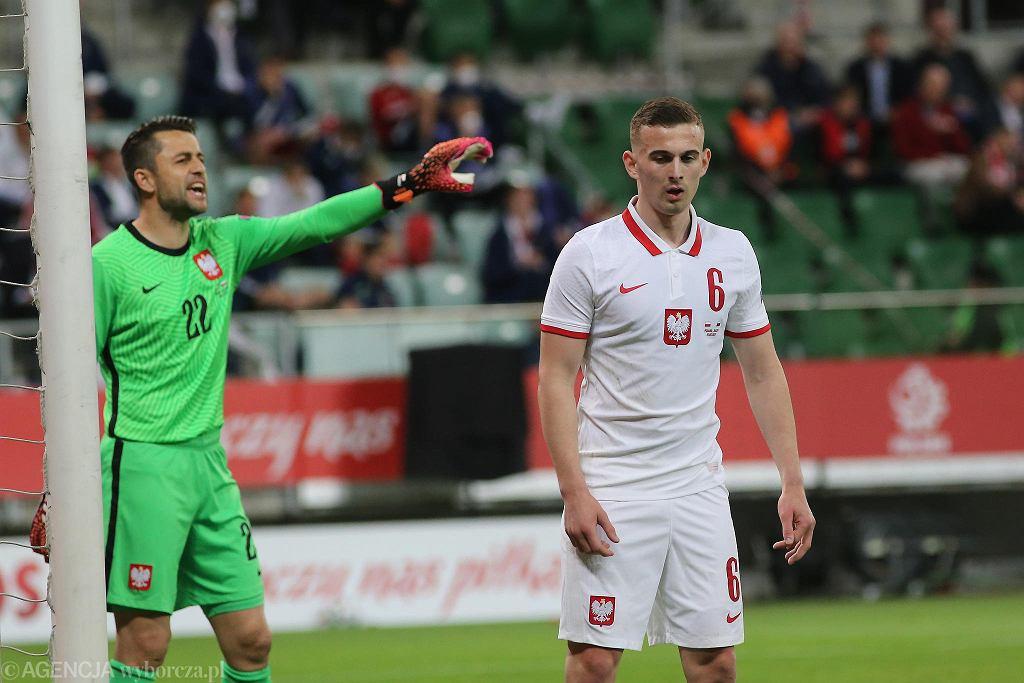 Łukasz Fabiański i Kacper Kozłowski w czasie meczu Polska - Rosja (1:1)