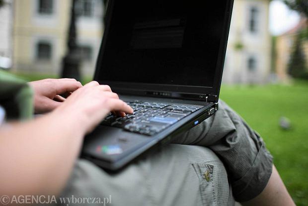 Raport rządowego CERT: Urzędnicy nie przestrzegają elementarnych zasad bezpieczeństwa w sieci