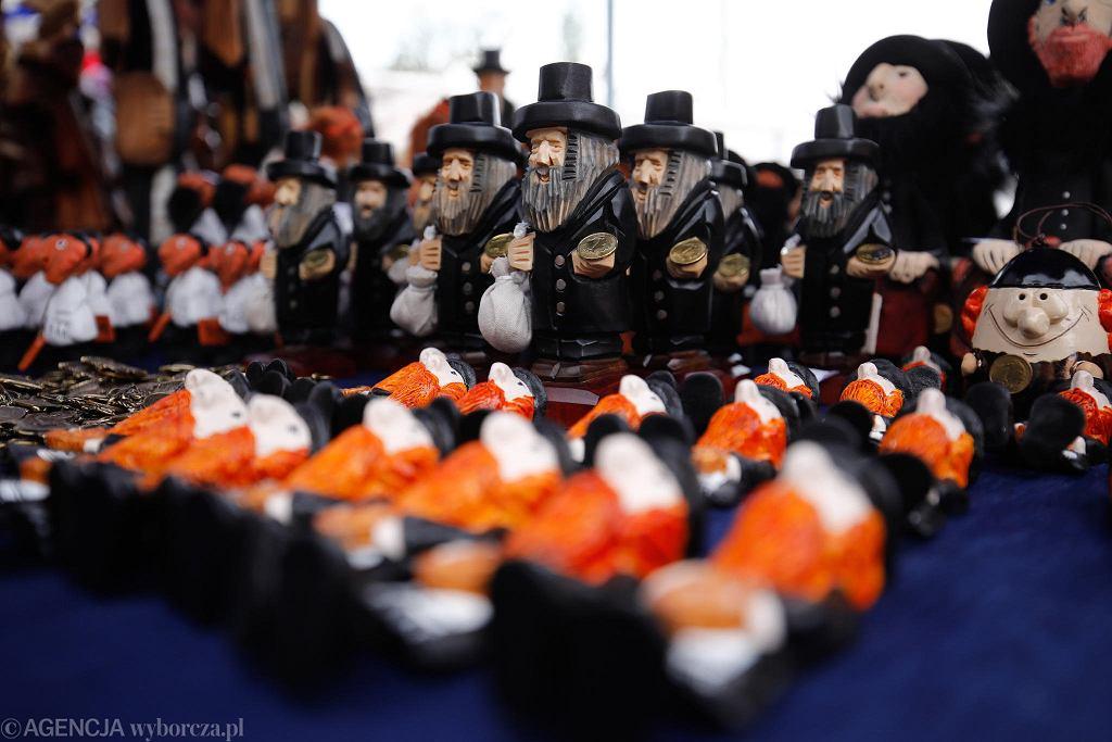 Emaus. Figurki Żyda z pieniążkiem