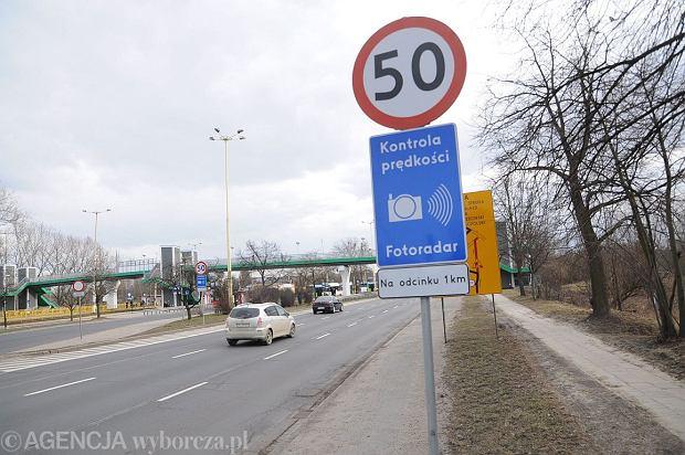 Znak ograniczenia prędkości (fot. Łukasz Wądołowski / Agencja Gazeta)