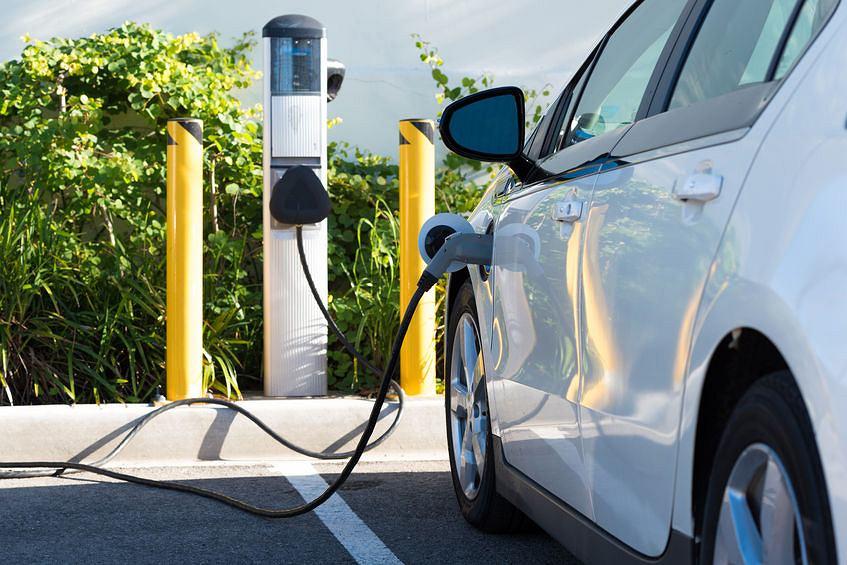 Stanowisko ładowania samochodów elektrycznych w Kalifornii
