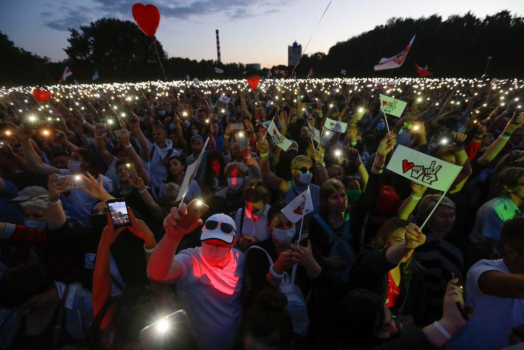 30.07.2020, Mińsk, wielotysięczny wiec opozycyjnej kandydatki na prezydenta Białorusi Swietłany Ciachanouskiej