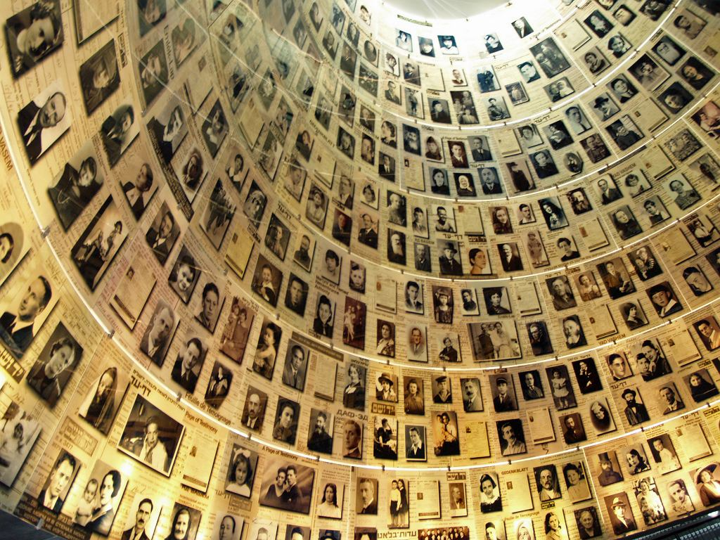 Zdjęcia ofiar Holocaustu w Yad Vashem (fot.David Shankbone / Wikimedia.org / CC BY-SA 3.0)