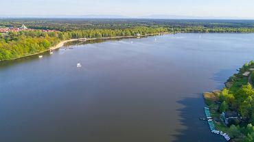 Jednym z najpopularniejszych miejsc do wypoczynku nad wodą na terenie GZM jest jezioro Paprocany w Tychach
