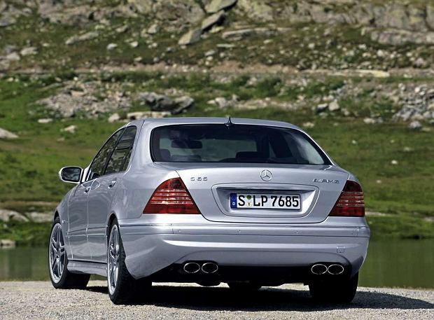 Topowa wersja S 65 AMG miała aż 612 KM mocy. Zapewniało to przyspieszenie do 100 km/h w czasie 4,4 sekundy