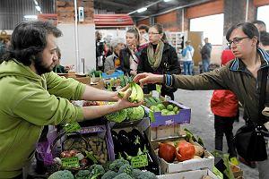 Żywność ekologiczna. Jak nie dać się na nią naciąć?