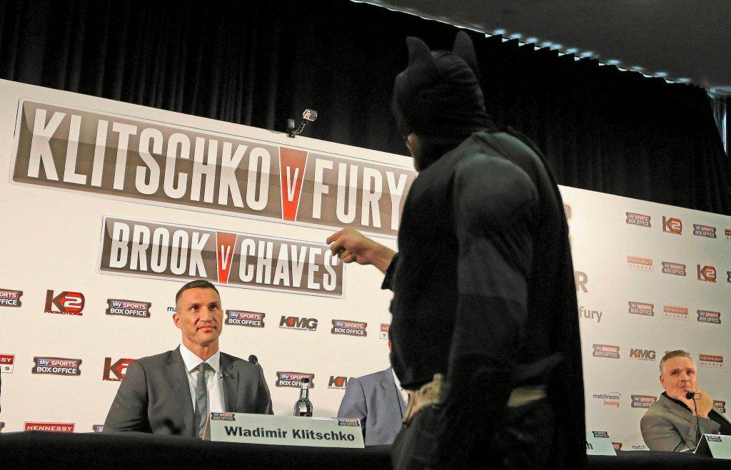 Władimir Kliczko i Tyson Fury w stroju Batmana
