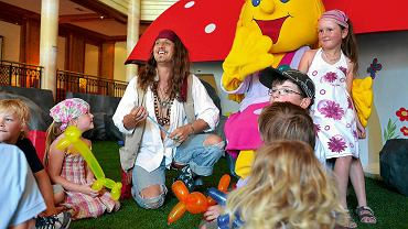 W hotelach działają kluby dziecięce, które zapewniają dzieciom w różnym wieku opiekę przez kilka godzin dziennie.