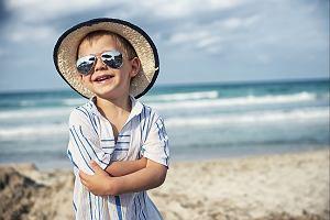 Okulary na lato nie muszą być ładne, a bezpieczne. Niestety większość z nas posiada te szkodliwe dla oka