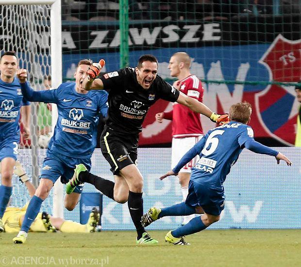 Bramkarz Termaliki strzelił gola Wiśle. Na wagę remisu! [ZDJĘCIA]