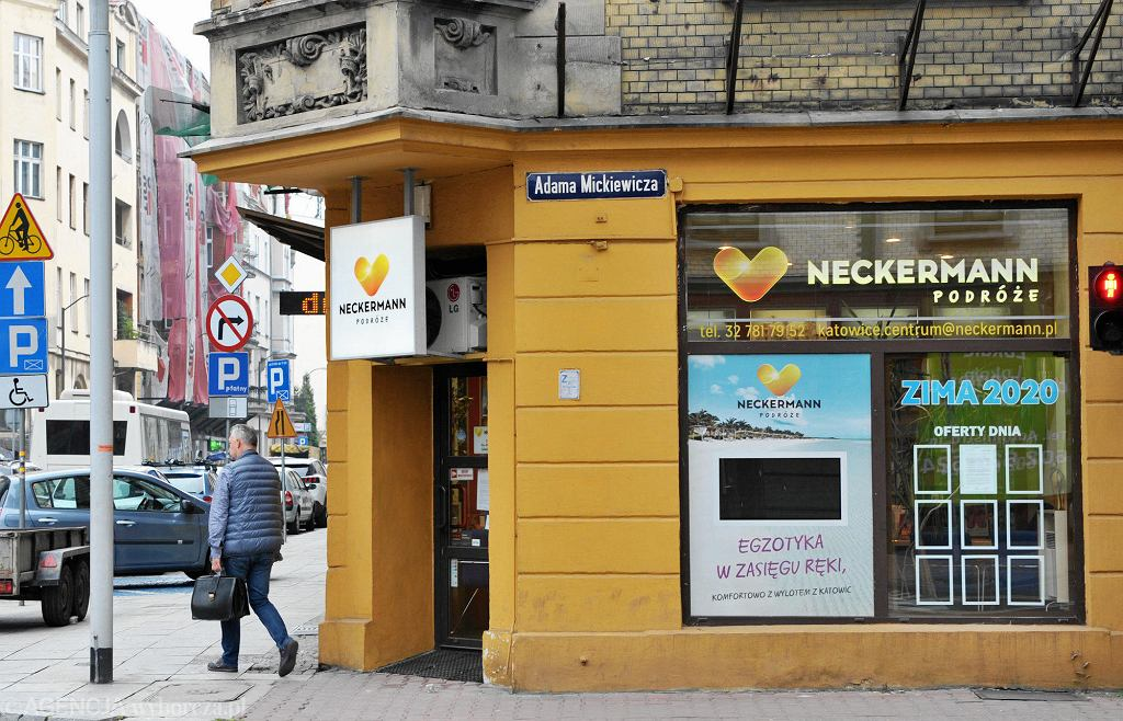 Biuro Neckermann w Katowicach. Z witryny zniknęły wszystkie oferty