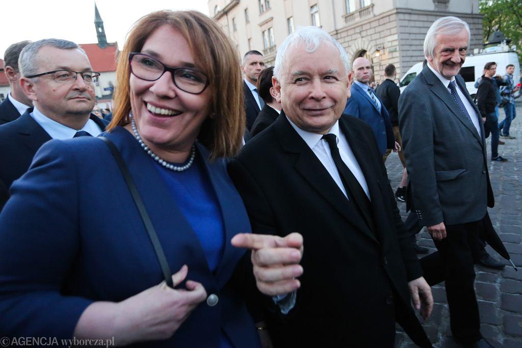 18.04.2018, Kraków, od lewej: rzeczniczka PiS Beata Mazurek, prezes PiS Jarosław Kaczyński i marszałek Sejmu Ryszard Terlecki.