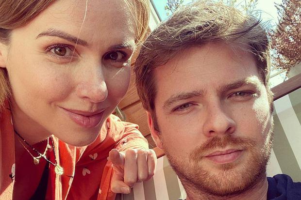 """Marta Żmuda Trzebiatowska i Kamil Kula świętowali """"drewnianą"""" rocznicę ślubu. Tylko spójrzcie, co aktorka podarowała mężowi z tej okazji."""