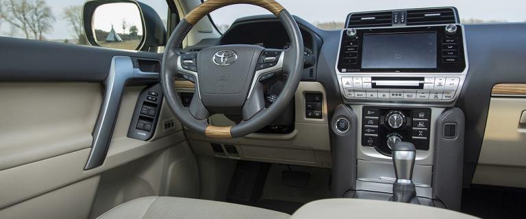 Legendarna terenówka Toyoty w odświeżonej wersji. Znamy ceny