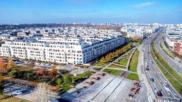 Widok z powietrza na zabudowania Miasteczka Wilanow.
