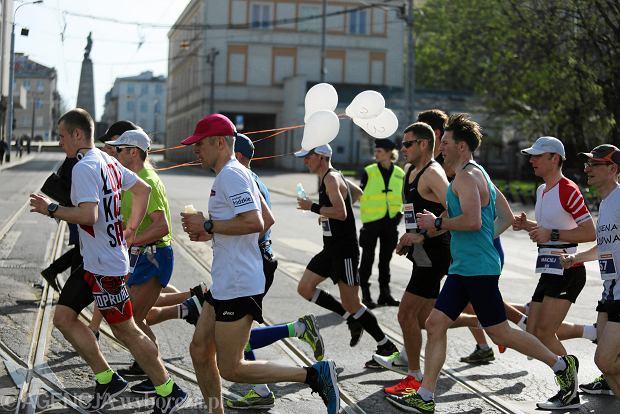 Biegacze na trasie ósmego DOZ Maratonu w Łodzi