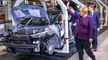 Kanclerz Angela Merkel w fabryce VW