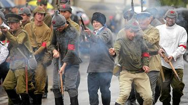 Rekonstrukcja Bitwy o Białystok - pełna efektów pirotechnicznych i dźwiękowych - nawiązywała do wydarzeń z 22 sierpnia 1920 r., czyli zdarzenia z czasów wojny polsko - bolszewickiej