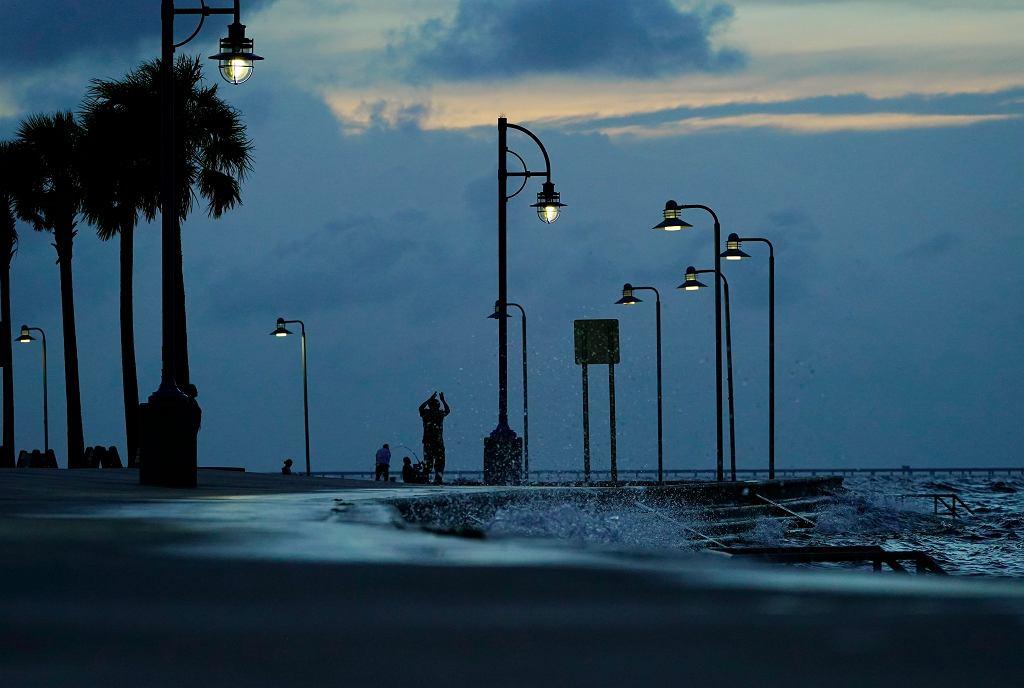 Mieszkańcy przygotowują sie na nadejście huraganu IDA