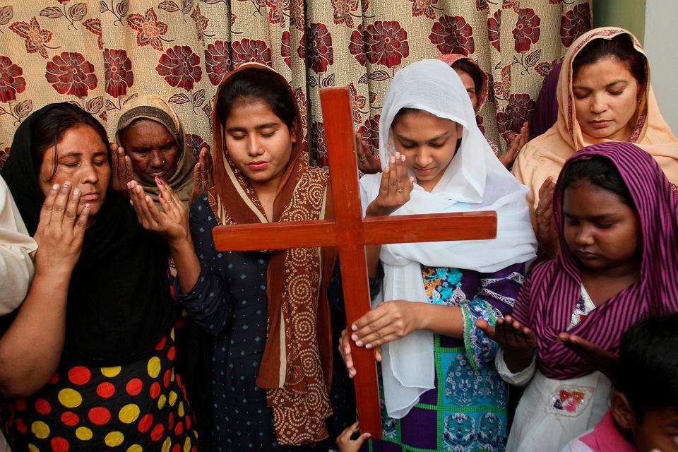 Pakistańscy chrześcijanie modlą się o Asię Bibi, uwięzioną katoliczkę, skazaną na śmierć za bluźnierstwo. W 2018 r. po międzynarodowych protestach została zwolniona z więzienia, ale musi się ukrywać