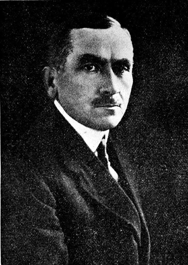 Roman Dmowski (1864-1939), główny ideolog polskiego nacjonalizmu, autor m.in. takich książek jak 'Myśli nowoczesnego Polaka' (1903) oraz 'Kościół, naród i państwo' (1927). W II RP nie piastował ważnych urzędów - był tylko przez kilka tygodni ministrem spraw zagranicznych. Zachował jednak ogromne wpływy.